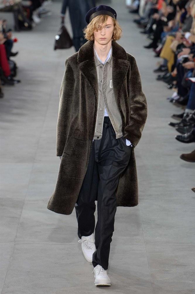 cd92b52a97d Men s Runway  Louis Vuitton X Fall 2017 - Love   PR  Fashion Media X ...